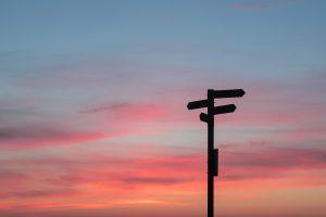 Wegwijzer zonsondergang