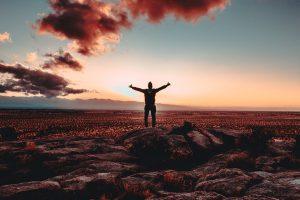 Een Ster van een Korinthiër identiteit overwinning rijkdom belofte bediening God Bijbel Jezus man handen omhoog gewonnen