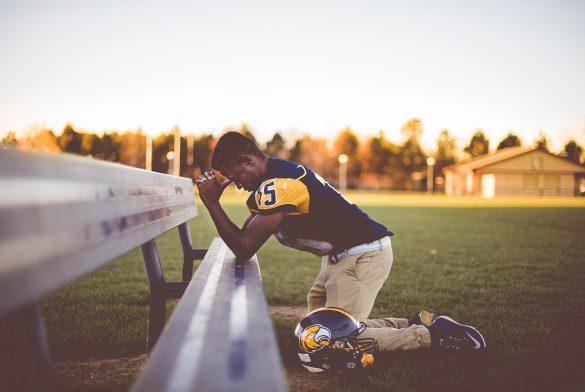 corona virus virussen crisis covid 19 jezus god vader genezing redding bevrijding opwekking voorziening sta op glorie zonen gods revival angst gedachten bidden g man american football