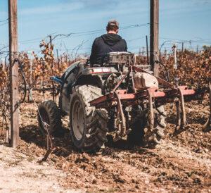Opwekking tijd van glorie heerlijkheid jezus harde grond osborn malieveld bodenterrein bekering genezing bevrijding ploegen zaaien oogsten ploegen tractor